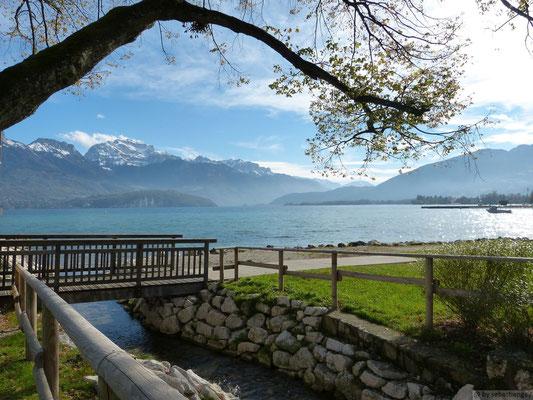 Lac d'Annecy depuis la plage de Sevrier