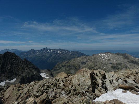 Vue sur le massif de Belledonne depuis le sommet du rocher Blanc