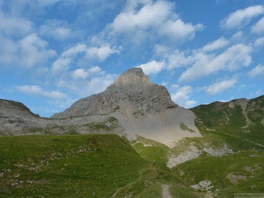 La pointe blanche depuis la montée du lac de Peyre