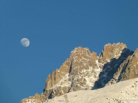 Lune au dessus de Chamonix
