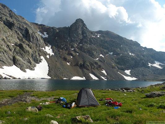 Bivouac idyllique au bord du lac du grand Doménon