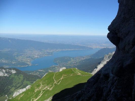 Lac d'Annecy vu en montant à la Tournette