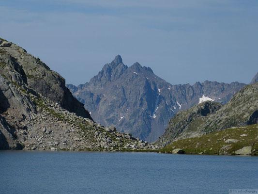 Le grand pic de Belledonne depuis le lac blanc