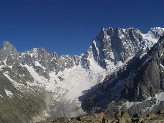 Les grandes Jorasses depuis le refuge du couvercle et le glacier de Lechaux