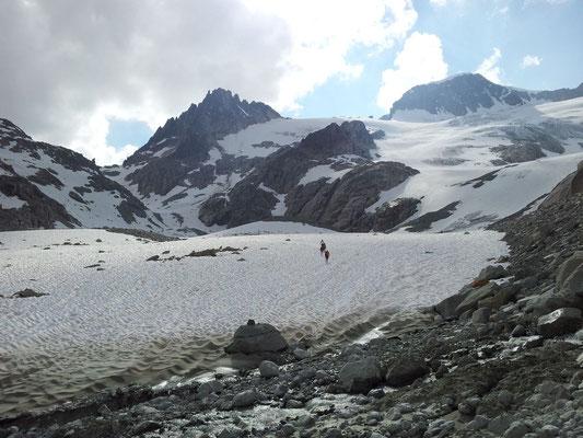 Descente du col Untere Bielenlucke dans la neige