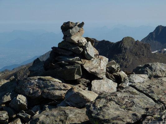 Cairn sommital du Pic du grand Doménon