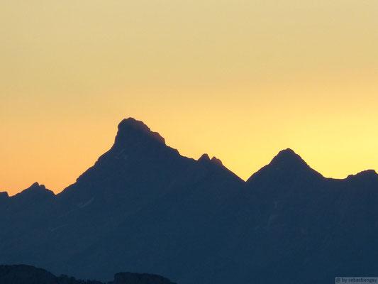 Lever de soleil sur la pointe percée depuis le Semnoz fin juillet