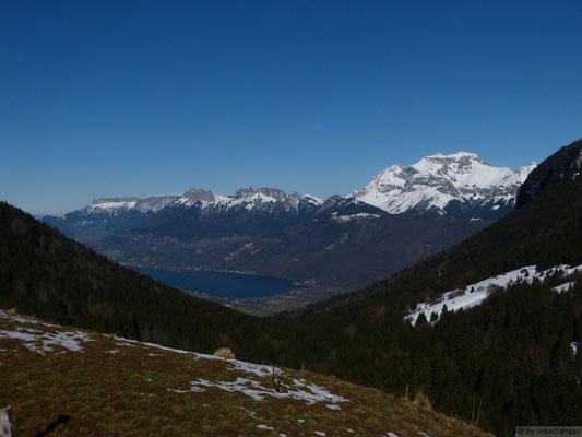 Lac d'annecy et Sa Tournette depuis un col dans les Bauges