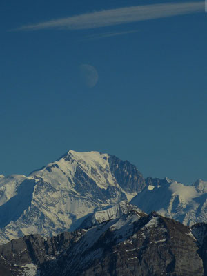 Pleine lune au dessus de Mt Blanc