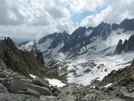 Vu sur le refuge de Sidelenhütte depuis le col de Untere Bielenlucke (2900m)