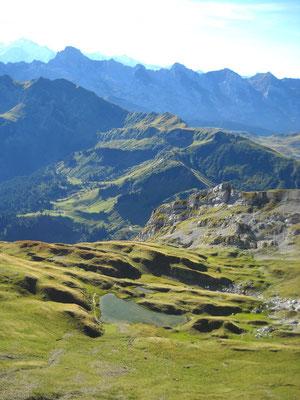 Vu sur le lac de Peyre etv la pointe persée depuis l'arrête de Balafrasse
