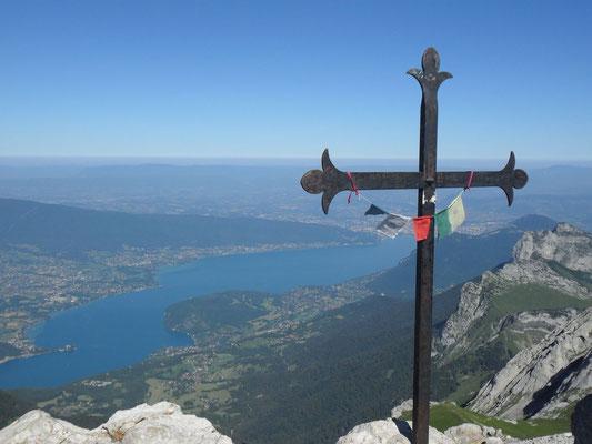 Croix au sommet de laTournette (2351m.)
