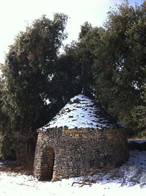 Le cabanon pointu de l'Abbaye - fait assez rare - surpris sous la neige