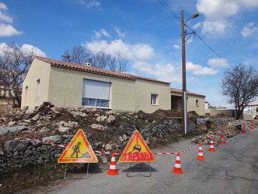 Installation du chantier avec arrêté de voirie pour circulation sur une voie unique