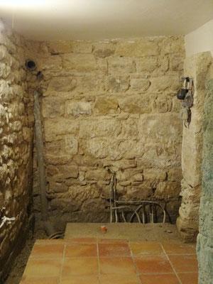 Les murs piqués et lavés sont prêts à être rejointoyés