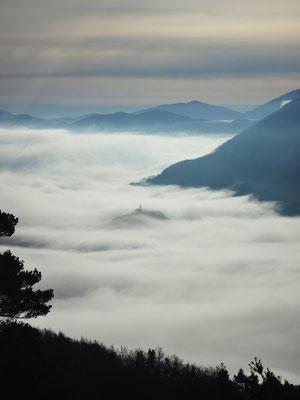 N.D du Roc emprisonnée par une mer de nuages