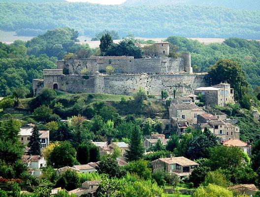 Le village perché de Mane est un joyau de la Haute-Provence et regorge de richesses patrimoniales
