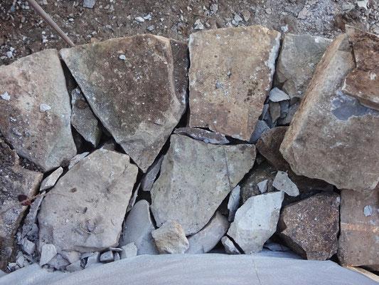 Le mur dispose désormais d'une profondeur de 45/50 cm, avec assemblage de boutisses