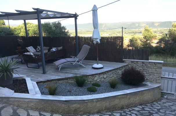 Vue actuelle avec aménagement paysager et platelage terrasse achevé