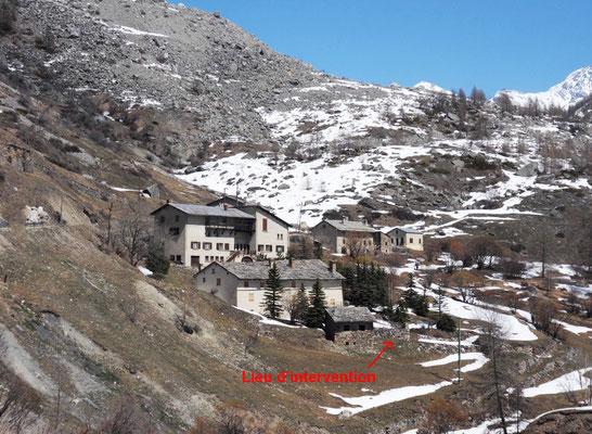 """Le hameau de Maurin et au fond le gîte """"la Marmotte"""""""