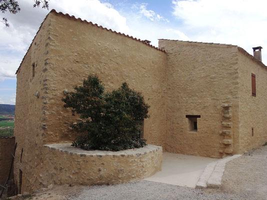 Autre vue générale du corps de ferme des Ecoles rattaché à l'Abbaye de Ganagobie