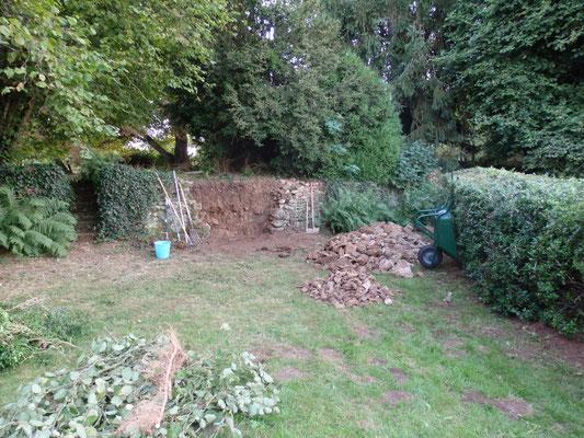 Il est généralement plus efficace de démonter le mur jusqu'à ses fondations.