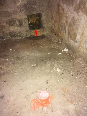 Un regard est mis à jour et récupère les eaux d'infiltration. Celles-ci sont évacuées du soubassement du mur par capilarité vers le sol.