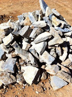 """Autre type de pierres appelées """"barrettes"""" compte-tenu de la qualité de leur parement"""