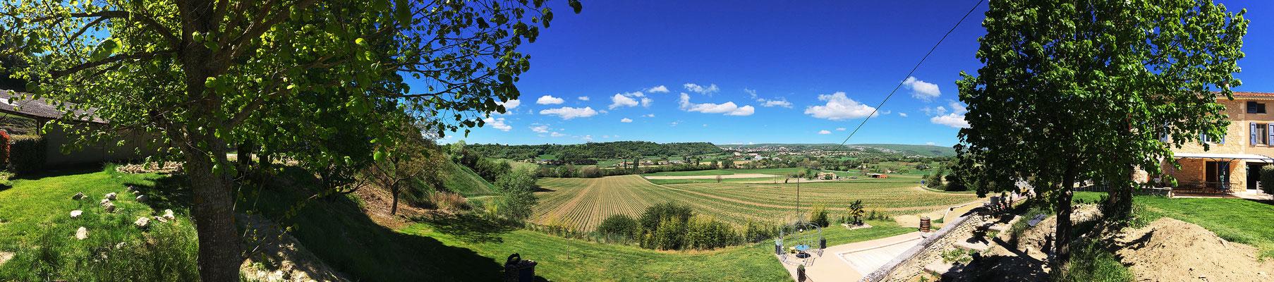 Vue panoramique de Forcalquier et de la Z.A. des Chalus depuis le chantier