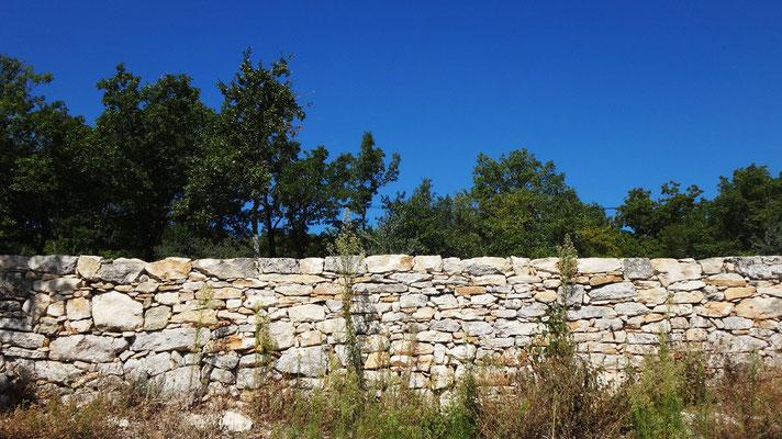 Reprise de l'arase et du parement de murs de soutènement en pierre sèche - Mane (04)