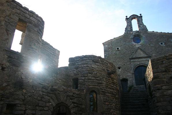Vue de la chapelle depuis l'accès extérieur