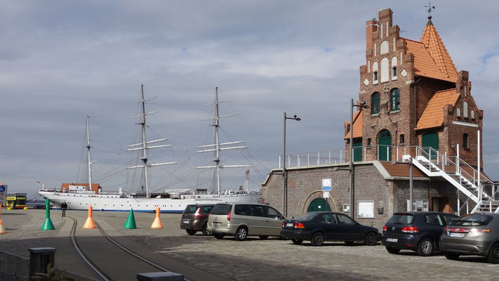 Lotsenhaus auf der Hafeninsel
