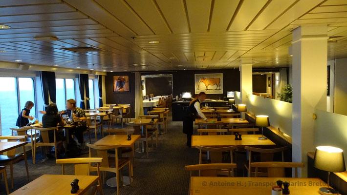 Salle de l'Explorers Steak House. Photo Antoine H.