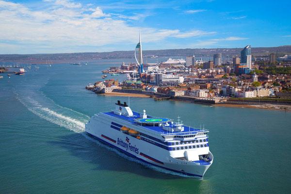 Vue d'artiste des ferries type E-Flexer en livrée Brittany Ferries. Photos Brittany Ferries.