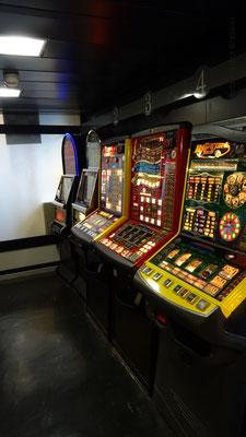 Machines à sous situées dans le bar le Gwenn Ha Du