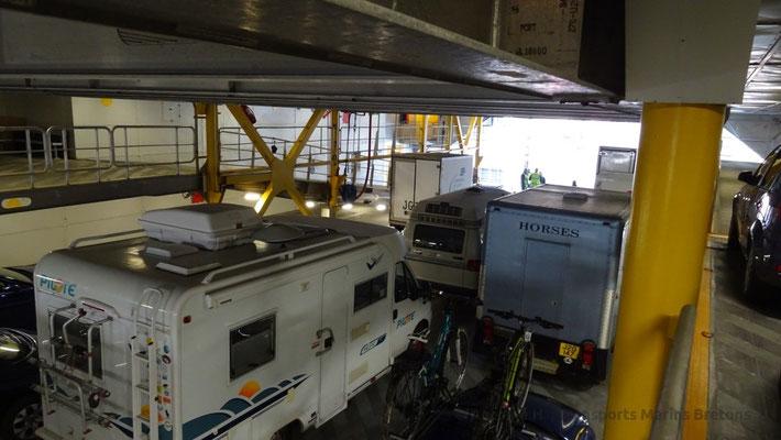 Vue du Garage mezzanine en position haute. Notez la présence d'un camping car