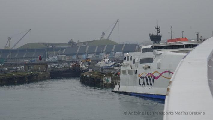 L'écluse de Saint-Malo, avec Condor Rapide sur la droite de l'image