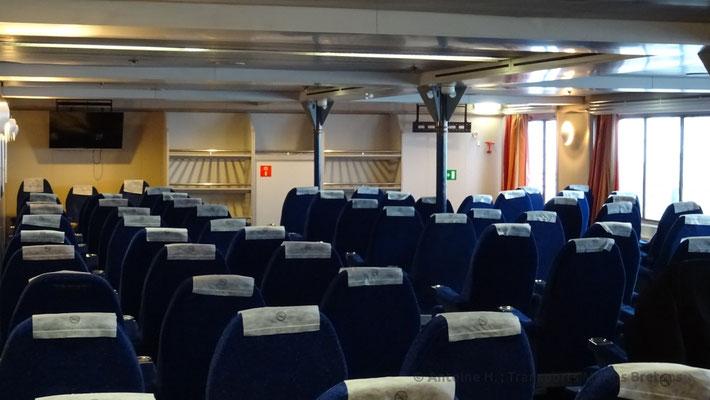 Le salon des sièges inclinables du pont 9