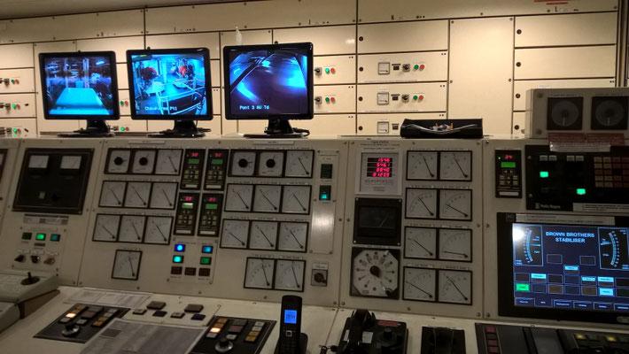 Salle de contrôle des machines de Mont Saint Michel. Photo Benjamin H.