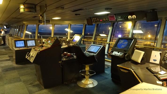 Passerelle de Normandie, dont les équipements ont été largement modernisés, vue de nuit