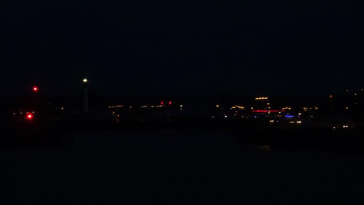 Ouistreham de nuit, vue depuis la passerelle de Normandie