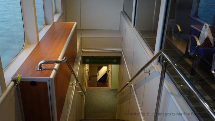 Cage d'escalier donnant accès au pont garage. Photo Antoine H.