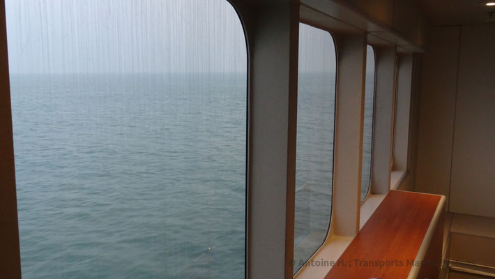 La mer vue d'un des hublots du HSC Condor Liberation. Photo Antoine H.
