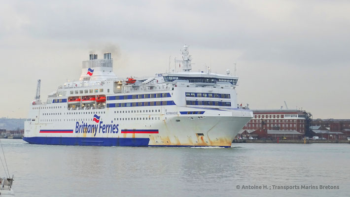 Normandie appareillant de Portsmouth. Photo Antoine H.