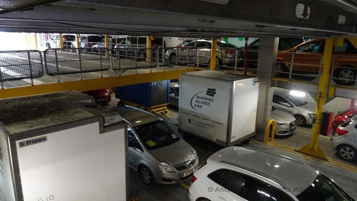 Vue du Garage mezzanine en position haute, remarquons la présence de deux remorques de fret
