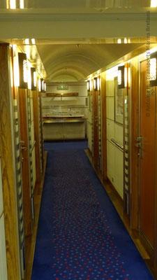 Couloir des cabines Commodore de luxe. Photo Antoine H.