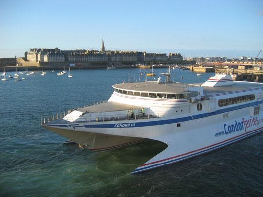 Condor 10 arrivant à St-Malo, collection O530C2N