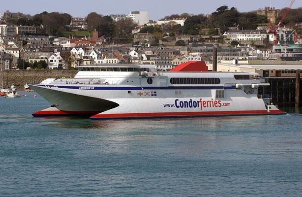Condor 10 à St-Peter Port, photo : © Condor Ferries