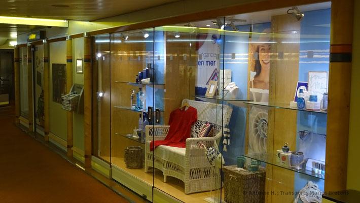 Vitrine bordant la boutique de Normandie