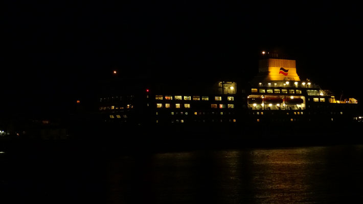 Normandie arrivant de nuit à Portsmouth